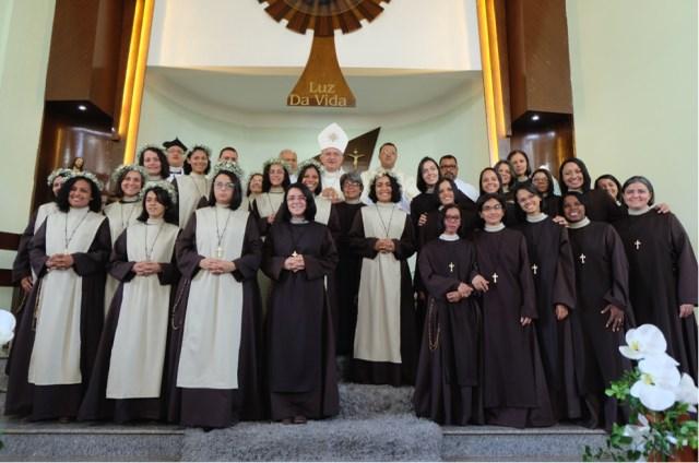Irmãs Servas da Transfiguração do Senhor e Dom Levi Bonatto, Bispo auxiliar da Arquidiocese de Goiânia